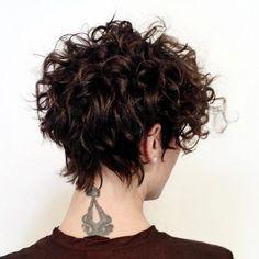 Coupes de cheveux courtes et frisées