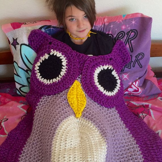 This owl blanket is 44in (111.5cm) from the bottom to the top of the head, not including the horns, and 27in (68.5cm) wide, from wing to wing. This is a flat, lap blanket, made of super soft, chunky, warm yarn.  Please include your choice of colors in the notes to seller box upon checkout. You may choose up to three colors. Please let me know which you prefer for which portion of the owl.