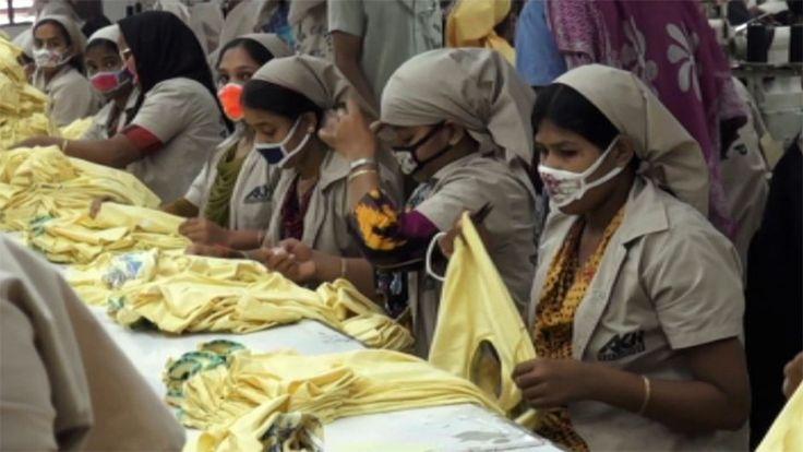 Yli tuhat ihmistä kuoli vuonna 2013 Bangladeshissa, kun Rana Plaza -niminen vaatetehdasrakennus sortui. Onnettomuus nosti vaatetehtaiden kurjuuden hetkeksi maailman tietoisuuteen. Muotimaailman toivottiin viimein parantavan rakennusturvallisuutta ja työoloja. Vuosi onnettomuuden jälkeen MOT-ohjelma kävi selvittämässä, olivatko maan tuotanto-olosuhteet parantuneet.