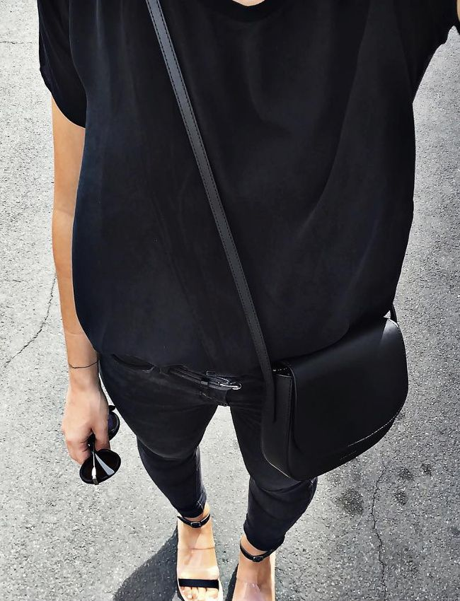 Der minimale Look für die Sommertage. Eure neue Lieblingshandtasche findet ihr bei uns: https://www.profibag.de/sport-und-freizeit/handtaschen/  (Foto: blog Audrey Lombard)