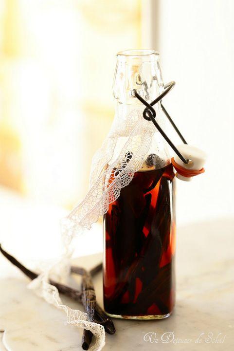 EXTRAIT DE VANILLE MAISON (20 cl de vodka ou d'alcool pour fruits - 6 gousses de vanille déjà utilisées ou 3 gousses fraîches)