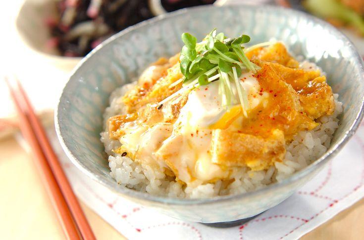 お揚げの卵とじ丼のレシピ・作り方 - 簡単プロの料理レシピ | E・レシピ