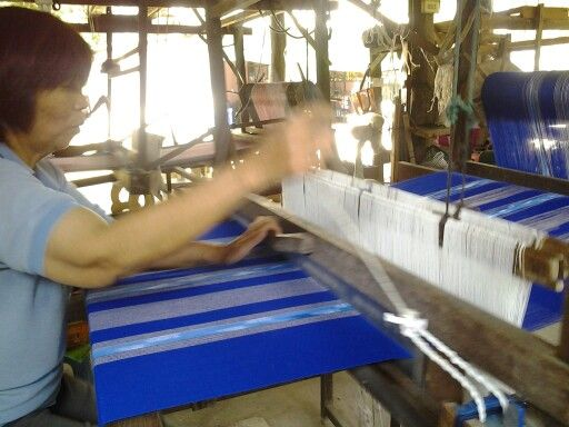 Weaving cotton at Banthi