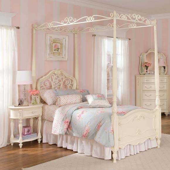 stunning canopy bed with beautiful feminine details