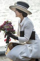 Fashion-Looks: Für die feierliche Taufe eines Schiffes hat sich Kronprinzessin Mary in Schale geschmissen. Mit einem wunderschönen Mantel in...
