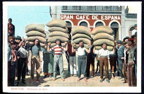 Santos - Embarque do Café - , editado por M. Pontes. Na imagem, figura de camiseta listrada do famoso carregador Jacinto com 5 sacas de café às costas