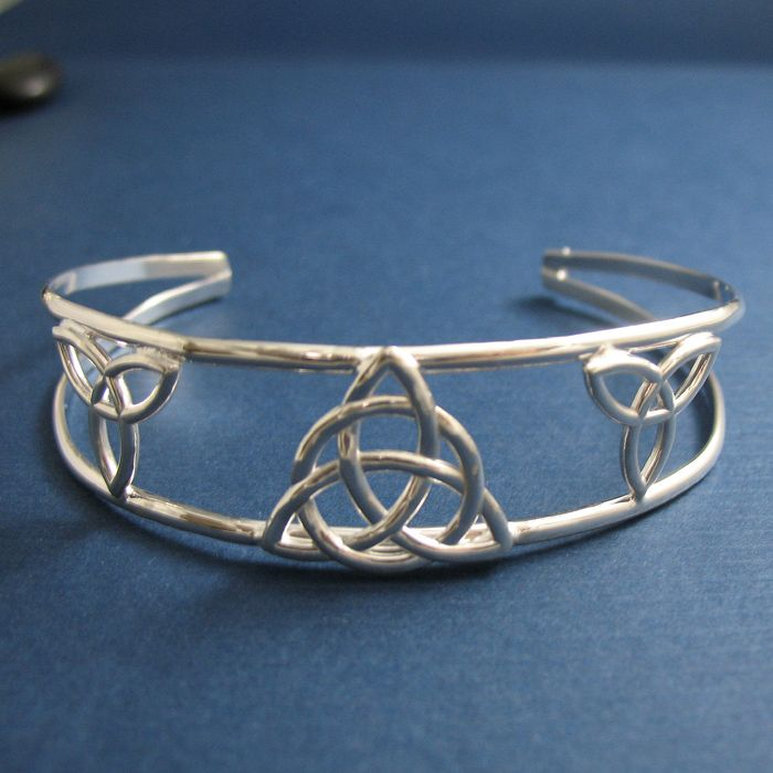 1000 ideas about celtic trinity knot on pinterest. Black Bedroom Furniture Sets. Home Design Ideas