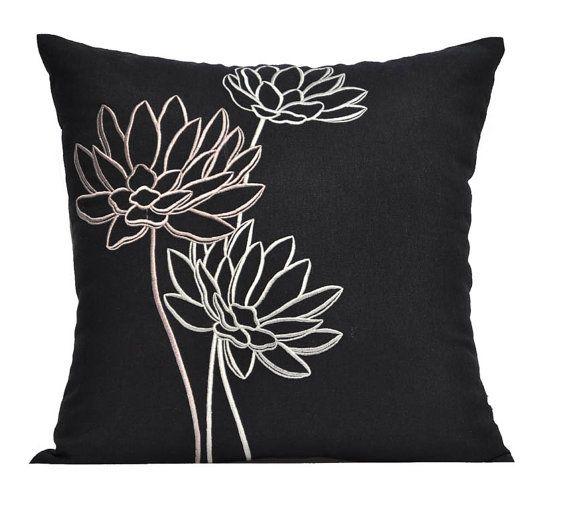 Housse de coussin Lotus canapé, coussin brodé, broderie fleur lin noir, coussin floral, coussin moderne, fleur oreiller Shams