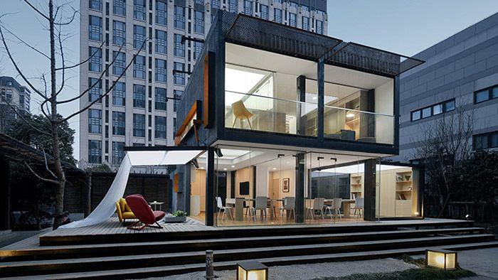 Mladík si nechal postavit dům s kanceláří ze čtyř kontejnerů