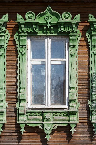 Russian carved wood window (Nalichnik)