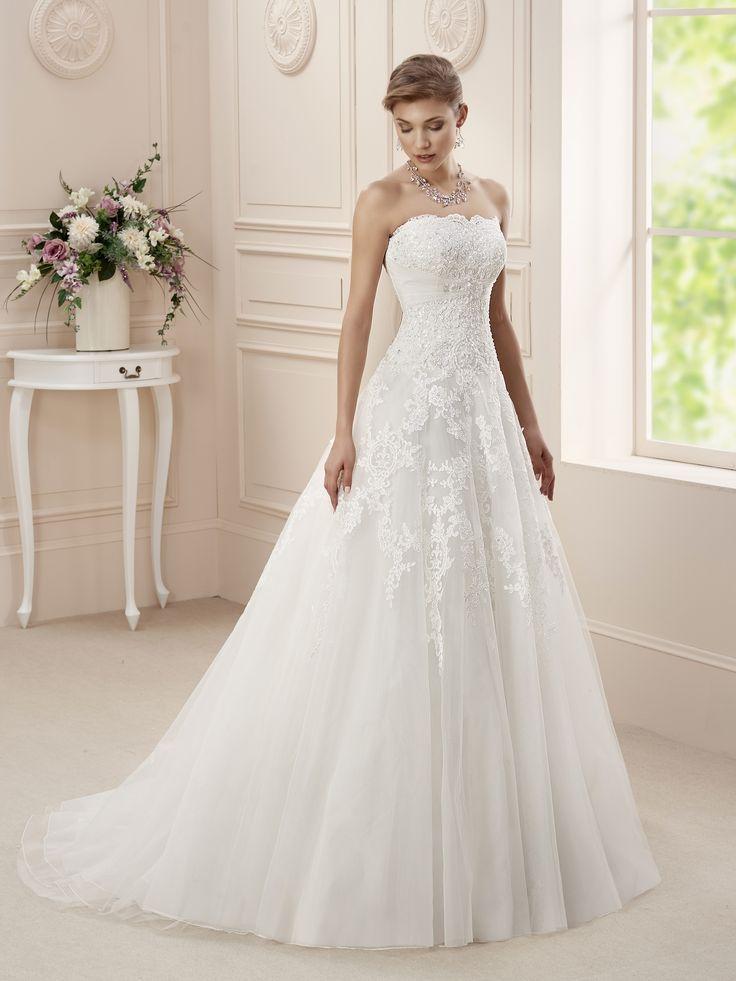 Vettore by Affezione. Romantische prinsessen trouwjurk. Mooie A-lijn met zachte tule rok en mooi bewerkt strapless topje. www.nestyling.nl