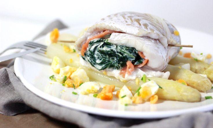 """Asperges liggen weer overal in de winkels! Een feestje, want het het witte goud is niet alleen reuze gezond maar ook zoooo lekker. Vorig seizoen maakte ik o.a. een Aziatische asperges met biefstuk reepjeseneenasperge salade met zalm en ei(klik op de naam voor het recept). Vandaag ga ik voor asperges... <a href=""""http://cottonandcream.nl/visrolletje-gevuld-met-spinazie-en-asperges/"""">Read More →</a>"""