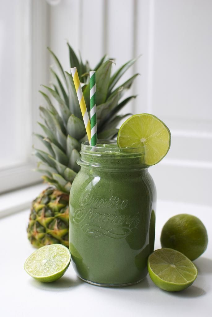 The green superfood smoothie - with its nice tropical flavor it is perfect for camouflaging the taste of the sometimes not so tasty green superfoods