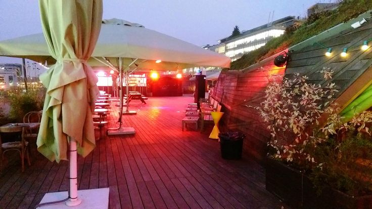 Nuba, sympa et festif, un hamburger en terrasse ou restaurant chic (réservation conseillée) Paris 36, quai d'Austerlitz (13e) au dessus de la cité de la mode.