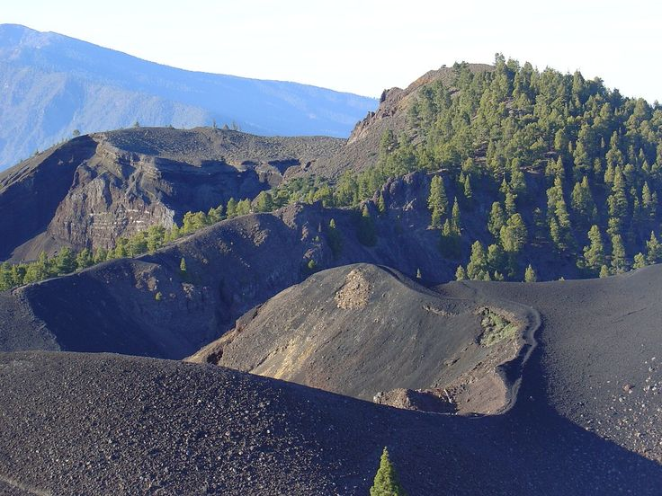 """The Volcano Route "" is a spectacular footpath along the rift volcano called ""Cumbre ..."