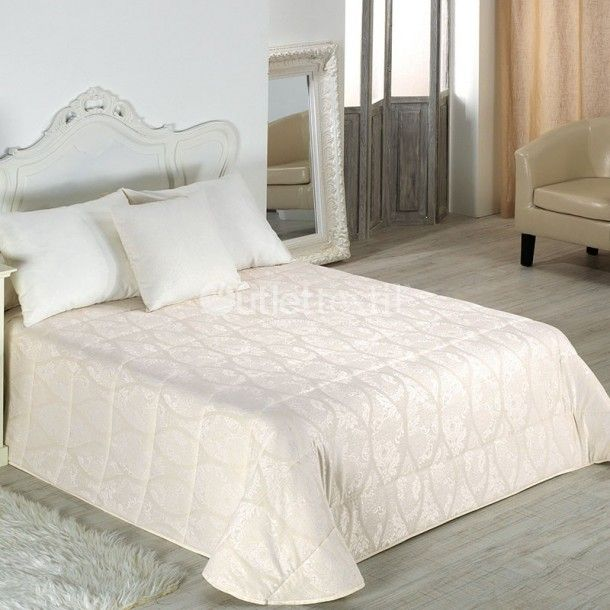Edredón NAROA de la firma Cañete. Se trata de un diseño básico con el que podrás vestir la cama de cualquier dormitorio, incluso es ideal para tenerlo como un básico de armario para visitas inesperadas.