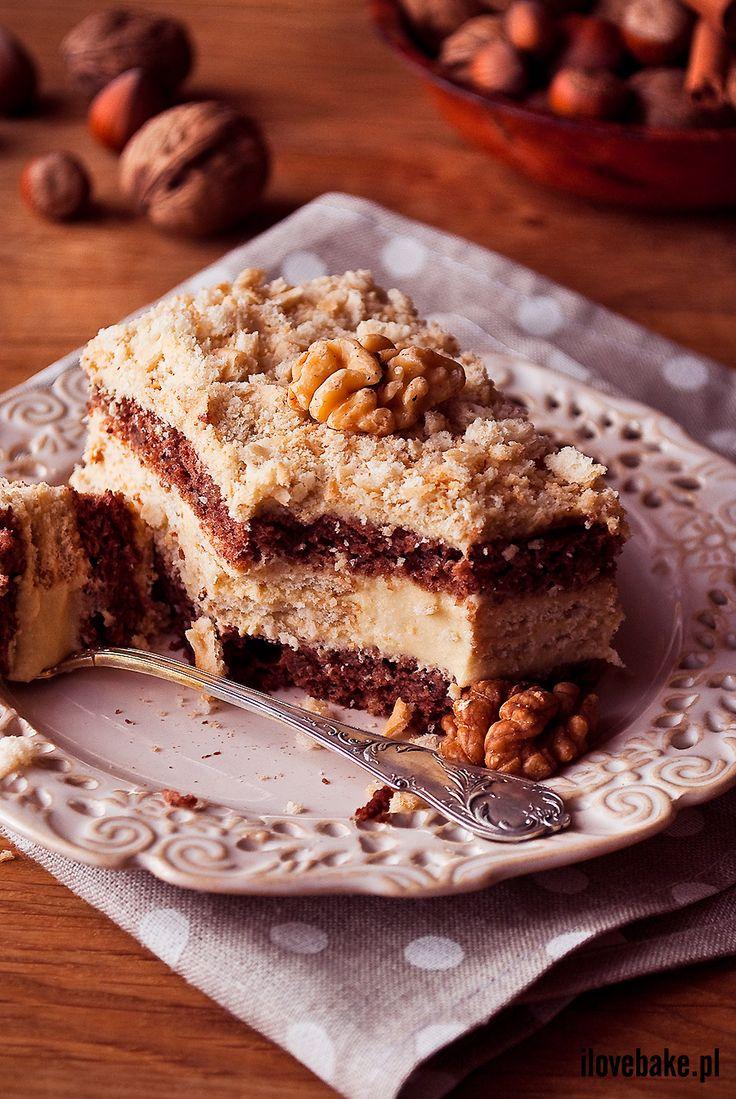 Walnut cake / Orzechowiec z krakersami http://ilovebake.pl/2014/11/25/orzechowiec-z-krakersami-najlepszy-przepis-drogi-panie-milosniku-zwierzat/