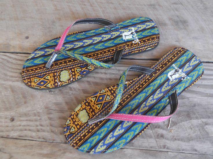 Exclusieve slippers van de getalenteerde designer Gabriel S. Mollel uit Tanzania, die met zijn bedrijf de Masaï gemeenschap steunt!
