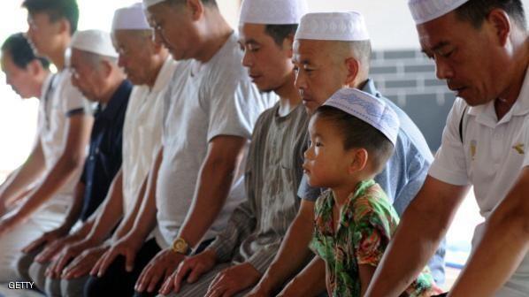 Cina Larang Anak-Anak Xinjiang Diberi Nama Berunsur Islami  Headlineislam.com - Pemerintah Daerah Xinjiang merilis daftar nama-nama terlarang untuk digunakan bayi di sana. Bila orangtua tetap nekad anak-anak yang menggunakan nama terlarang itu tak akan dapat akses pendidikan dan layanan dari pemerintah. Nama seperti Islam Quran Saddam Mekkah dan nama-nama lain yang berciri Islam dilarang oleh Pemerintah Daerah Xinjiang yang dipimpin Partai Komunis. Anak-anak yang bernama tersebut tidak akan…