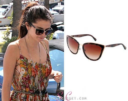 crosshoakley frogskins rootbeer ulu3  Our girl Selena Gomez has been changing up her eyewear game lately,  sporting a pair