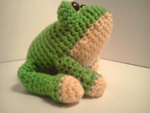 2000 Free Amigurumi Patterns: Carter Frog