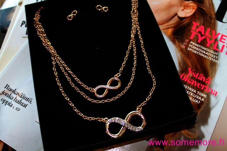 Infinity chain ja nappikorvikset. http://somemore.fi/tuotteet.html?id=16/382