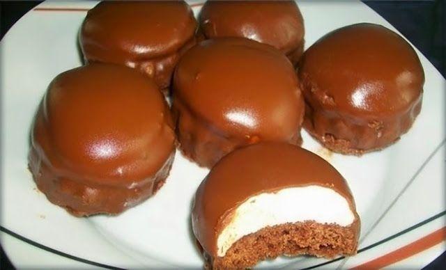 Για το παντεσπάνι: 4 αυγά 1 φλ. ζάχαρη 2 βανίλιες 1 φλ. αλεύρι για όλες τις χρήσεις 2 κουτ.γλυκ. κορν φλάουρ 1 κουτ.γλυκ. μπέκιν πάουντερ...
