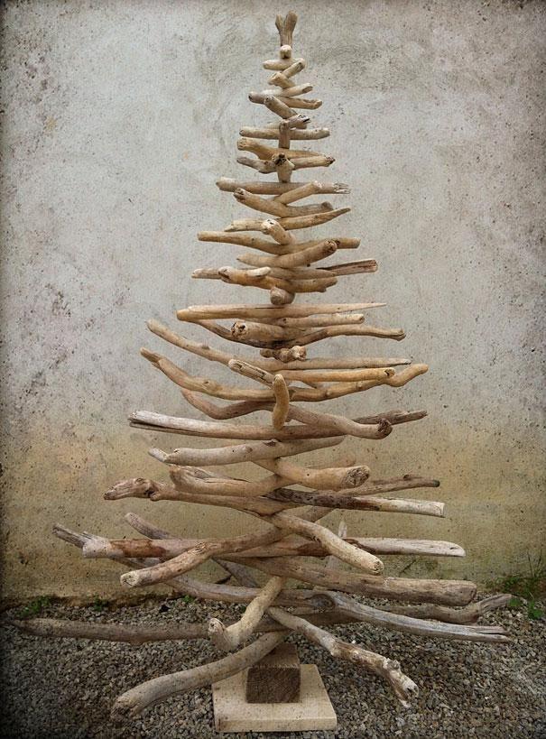 Un sapin de Noël en bois flotté