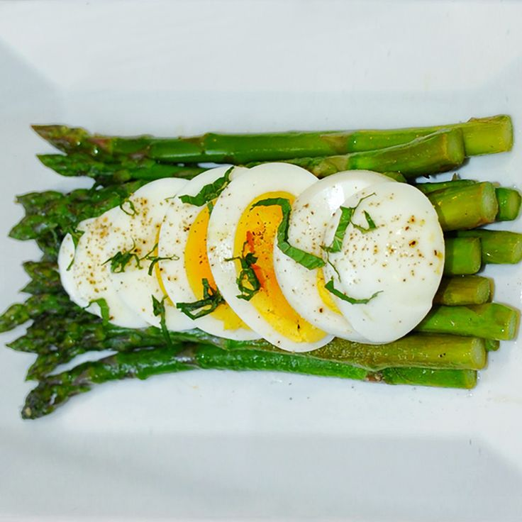 Recipe: Steamed Asparagus with Chopped Egg | Urban Remedy