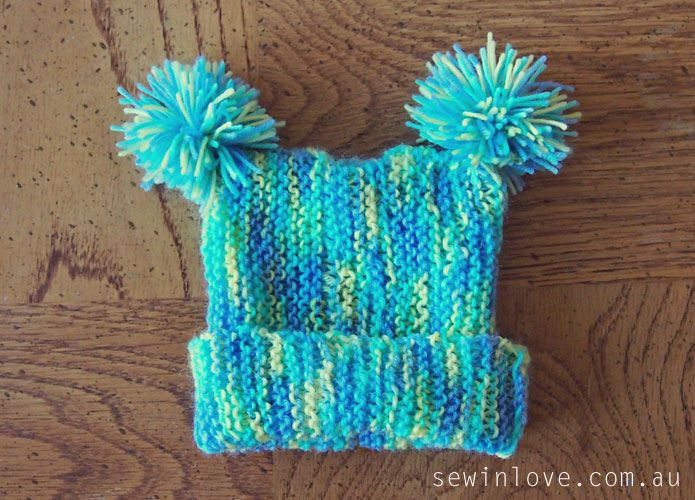 Free baby hat knitting pattern with pom poms: Garter stitch only!