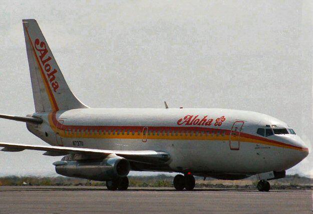 Aloha Airlines, Boeing 737-297, Vôo 243 Hilo para Honolulu,   no Havaí em 28 de abril de 1988, sofreu uma descompressão explosiva a 7300 metros após uma falha estrutural da fuselagem. Descompressão explosiva causada por fadiga, causando 1 Morte.