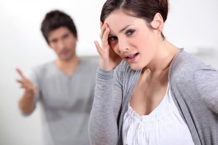 Alla base di un sentimento di gelosia c'è quasi sempre una forte carenza di autostima. Scopriamo come risolvere il disagio curando prima di tutto noi stessi, senza accusare il partner.