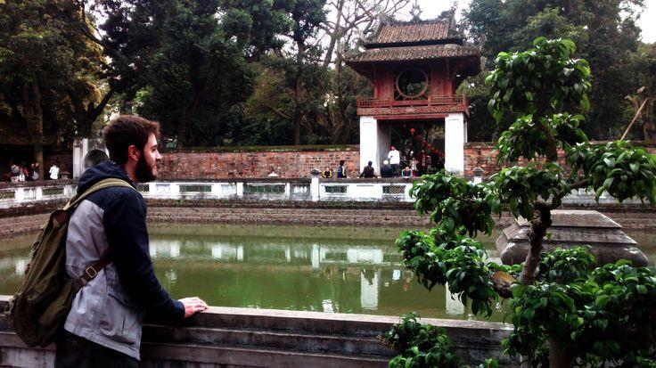 """Per qualsiasi tây ba lô (""""ragazzo con lo zaino"""") mettere piede in Viet Nam è come essere catapultati in una nuova dimensione. Il racconto di un #viaggio nell'estremo #Oriente in un Paese oggi ancora povero, che preferisce sentirsi #Comunità piuttosto che una #Società."""