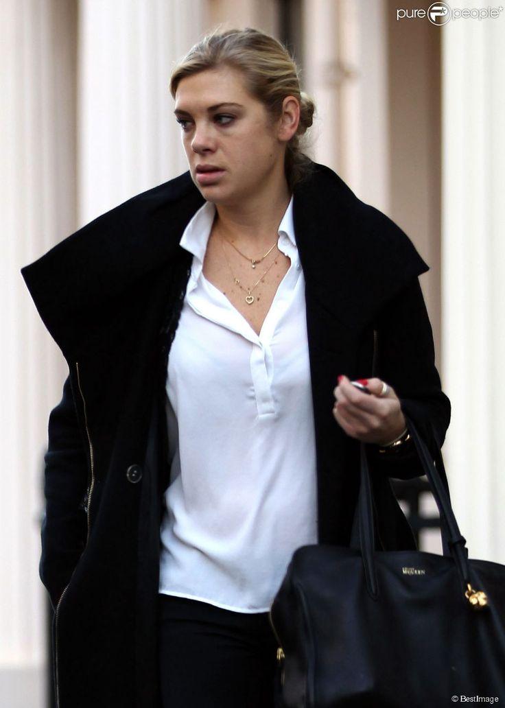 Exclusif - Chelsy Davy, ex du prince Harry et employée dans un cabinet d'avocats, à Londres le 18 décembre 2013