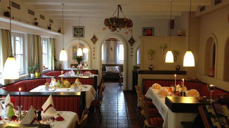 Bio-Restaurant: Bayerischer Wirt Bietet 100% biologische, regionale und gesundheitsbewusste Küche an. Unser Restaurant liegt im Stadtteil Lechhausen und ist eine kleine, grüne Oase in Augsburg. Bis zu 200 Personen können in unterschiedlichen Räumen kulinarisch speisen.