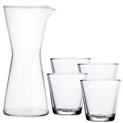 Kartio set helder Kartio set: 4x glas 21 cl / 80 mm en 1x karaf 95 cl / 220 mm Kleur: helder Materiaal: glas Design: Kaj Frank 1958