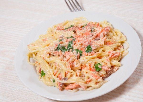 Паста карбонара с копченым лососем, ссылка на рецепт - https://recase.org/pasta-karbonara-s-kopchenym-lososem/  #Рыба #блюдо #кухня #пища #рецепты #кулинария #еда #блюда #food #cook