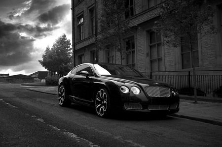 Project Kahn Bentley Continental GTS Black Edition, la perla negra