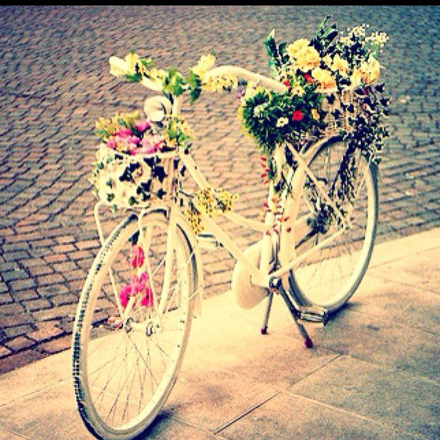 Bicycle: Fancy Bicycles, Beautiful Bicycles, Bike With Flower, Gardens Art, Art 2 Rustic, Pretty Bike, Flower Bicycles, Beautiful Pedal, Adorable Bike