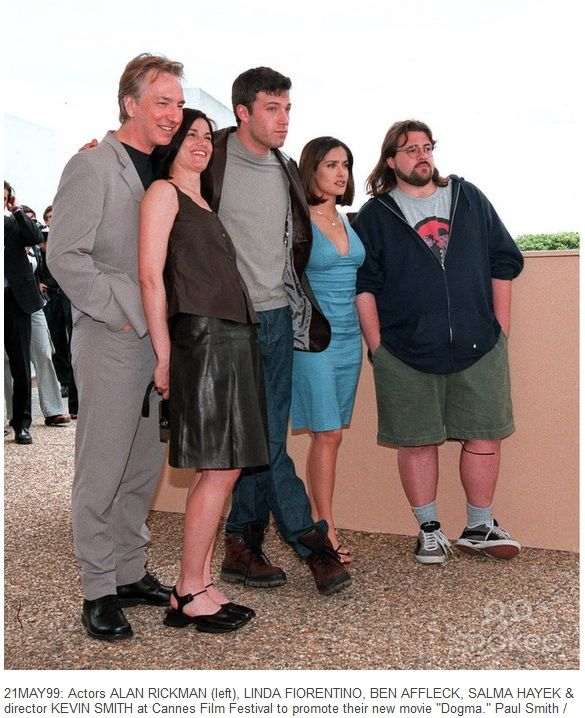 """Alan Rickman, Linda Fiorentino, Ben Affleck, Salma Hayek and Kevin Smith (writer/director/actor) at the Cannes Film Festival to promote the movie """"Dogma"""". May 21,1999"""