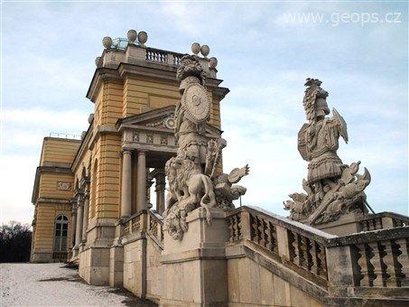 Rakousko - Vídeň - Schönbrunn, Gloriette, 1775, na pamět vítězství v bitvě u Kolína