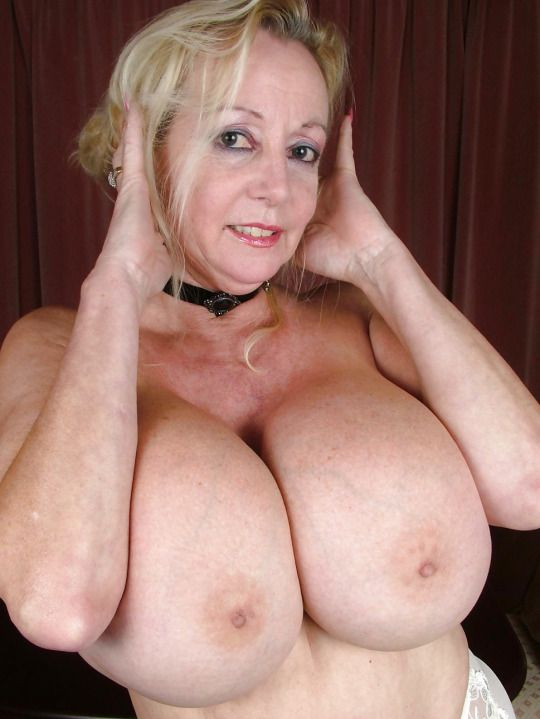 Nude old woman with huge breasts — pic 6