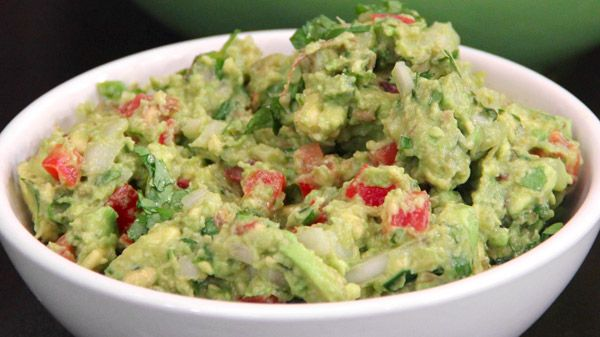 Chef Rosa loves avocados! Here's her go-to recipe for a simple, classic guacamole. Ingredients 3 ripe avocados 1/4 white onion, diced 1 jalapeño or serrano chile, stemmed, seeded and finely chopped 1 Roma tomato, cored, seeded and diced 1 clove...