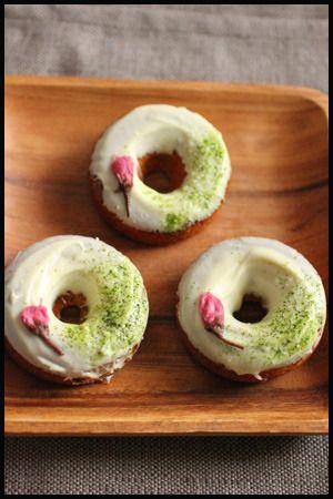 Edible flowers - Sakura (cherry blossom) donuts http://www.recipe-blog.jp/profile/21580/blog/13181791