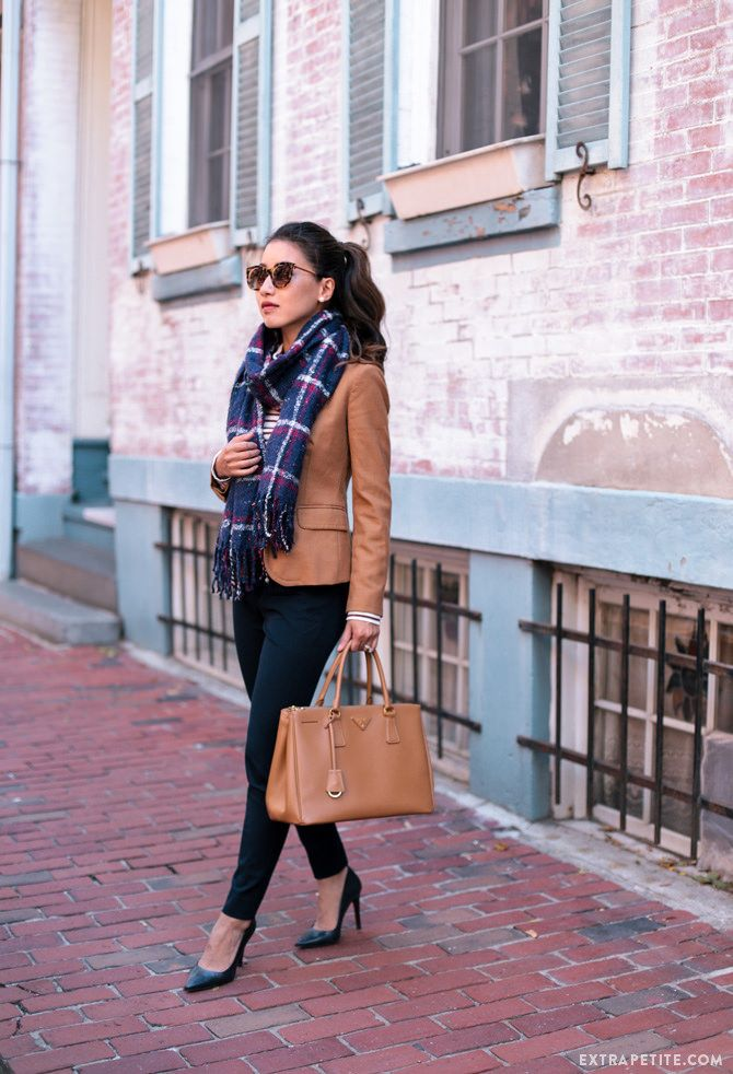 classic fall business casual work wear // camel brown blazer + navy pants + plaid scarf