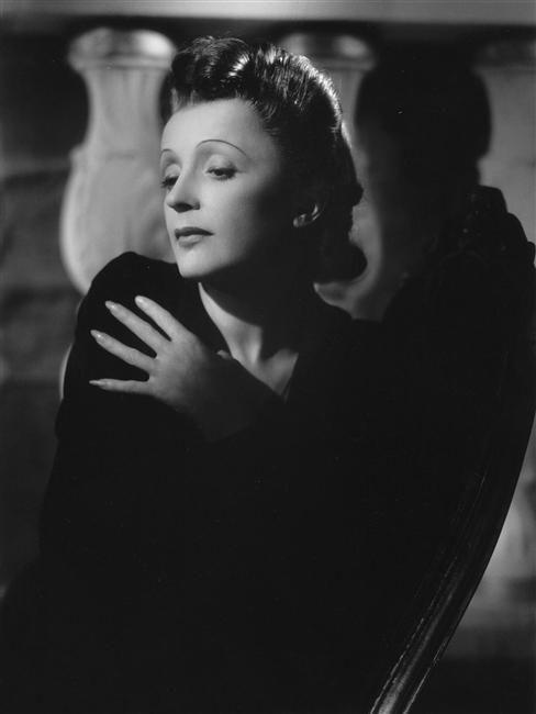Edith Piaf by Raymond Voinquel.