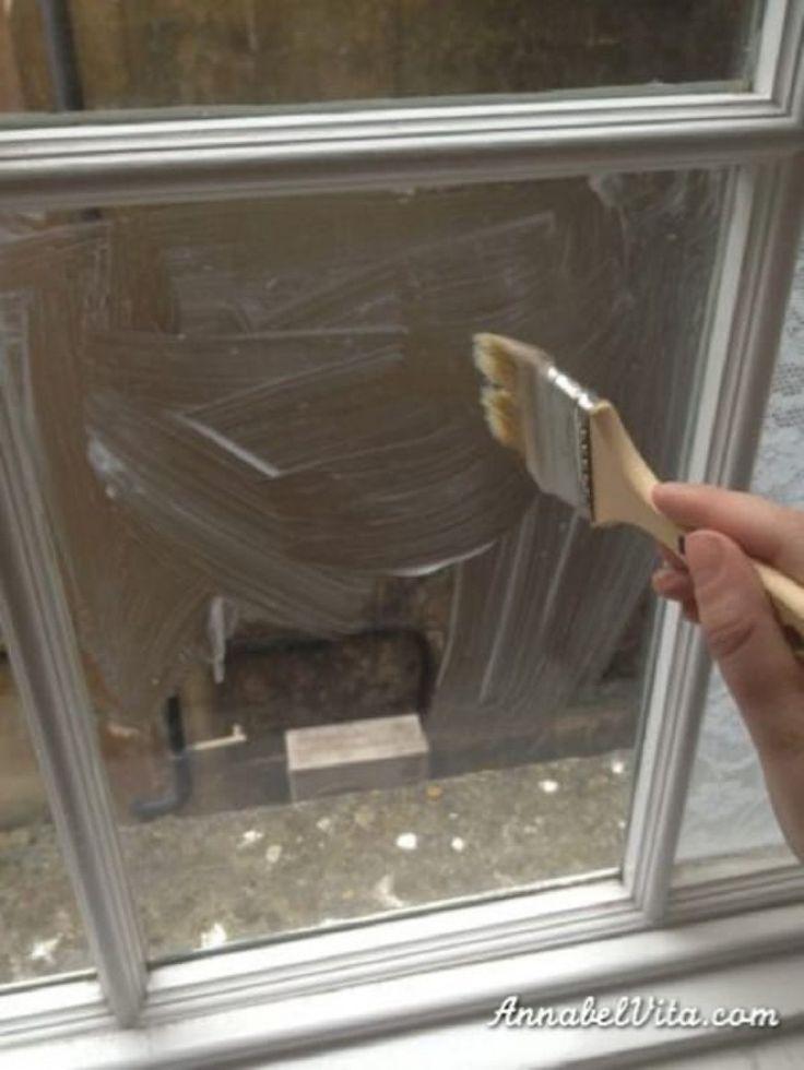 Natrela si kukuričným škrobom okno v spálni a priložila záclonu. Výsledok jej práce budete chcieť vyskúšať doma aj vy!