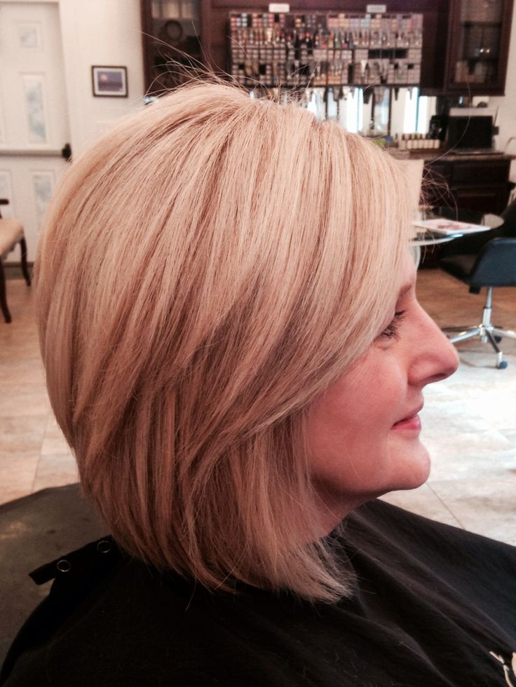 Medium stacked haircut beige blonde