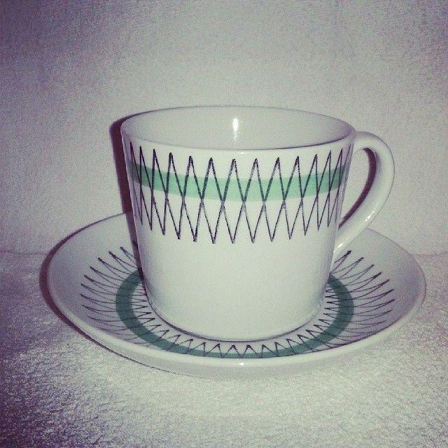 .@herrmovarp | Grön Terrass, modell EA, Arthur Percy, dekor Helmer Ringström! Findes både som the og kaffekop i samme model. | Webstagram