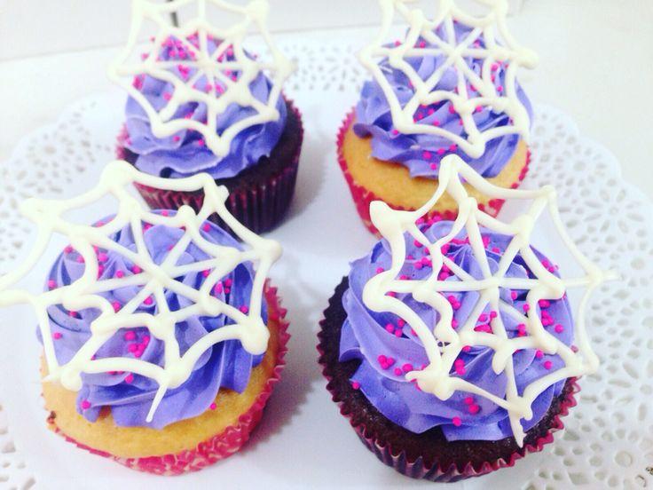 Cupcakes para Halloween rellenos de fresa, mora, nutela o arequipe. Haz tus pedidos al (1) 625 1684. - #SoSweet #Cupcakes #CupcakeFactory #CupcakesEnBogota #PasteleriaSoSweet #Pasteleria #Reposteria #ReposteriaArtesanal #Bogota www.SoSweet.com.co